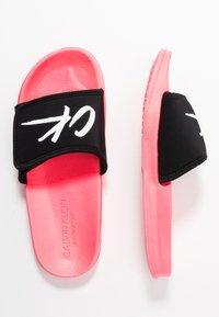 Calvin Klein Swimwear - SLIDE - Muiltjes - neon coral pink - 3