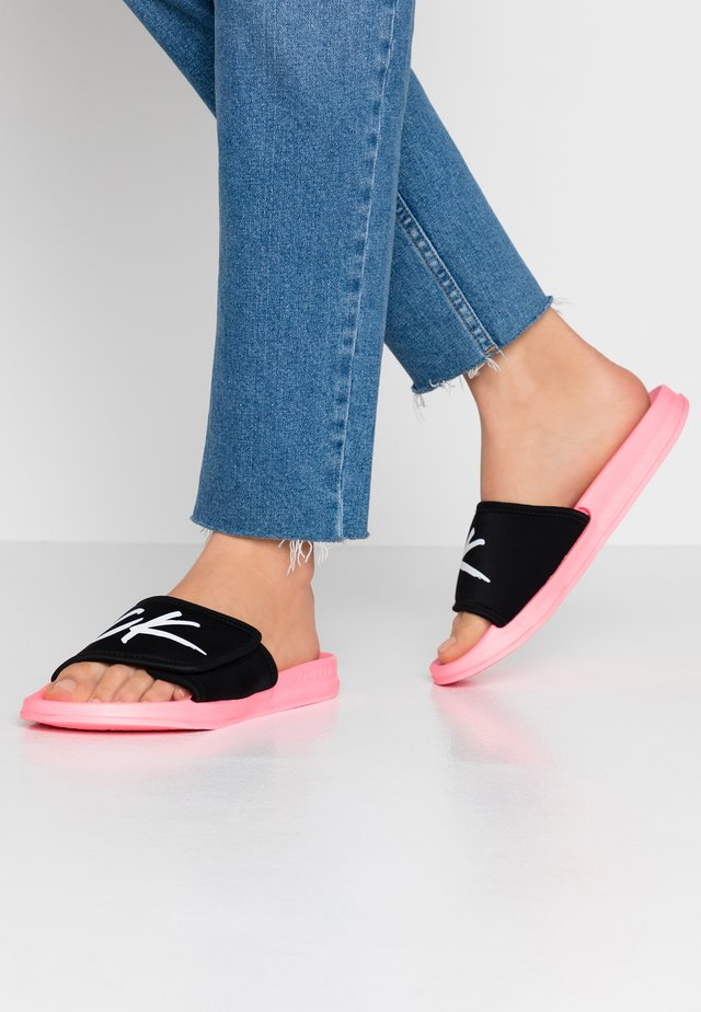 SLIDE - Pantofle - neon coral pink