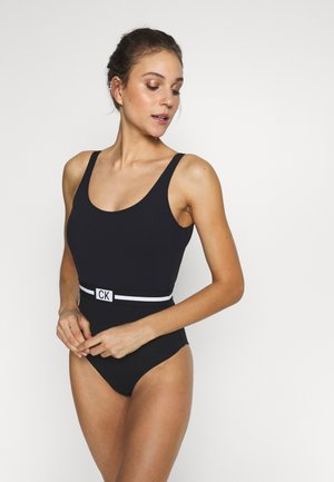 CORE RESET SCOOPED ONE PIECE - Bañador - black