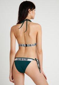 Calvin Klein Swimwear - INTENSE POWER CHEEKY STRING SIDE TIE BIKINI - Bikinibukser - green - 2