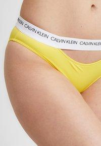 Calvin Klein Swimwear - CK LOGO CLASSIC - Bikini bottoms - habanero gold - 4