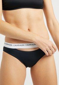 Calvin Klein Swimwear - CK LOGO CLASSIC - Spodní díl bikin - black - 5