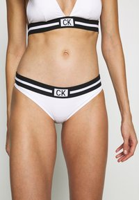 Calvin Klein Swimwear - CORE RESET CLASSIC - Braguita de bikini - classic white - 0