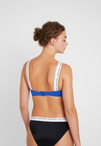 Calvin Klein Swimwear - LOGO BANDEAU - Bikinitop - nautical blue
