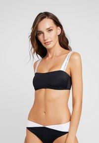 Calvin Klein Swimwear - LOGO BANDEAU - Horní díl bikin - black - 0