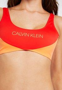 Calvin Klein Swimwear - BLOCKING BRALETTE - Bikini top - fiery red - 5