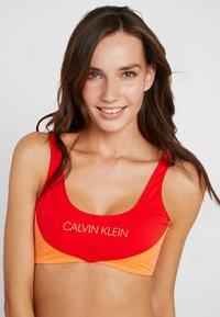 Calvin Klein Swimwear - BLOCKING BRALETTE - Bikini top - fiery red - 3