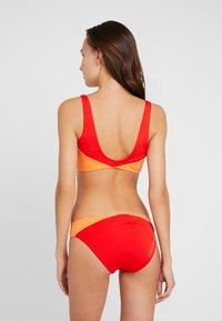 Calvin Klein Swimwear - BLOCKING BRALETTE - Bikini top - fiery red - 2