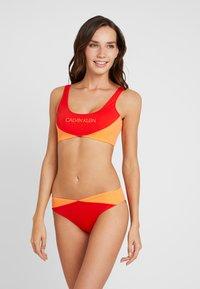 Calvin Klein Swimwear - BLOCKING BRALETTE - Bikini top - fiery red - 1