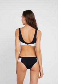 Calvin Klein Swimwear - BLOCKING BRALETTE - Top de bikini - black - 2