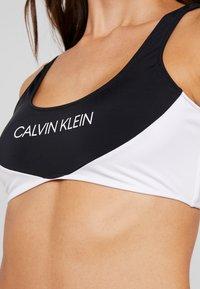 Calvin Klein Swimwear - BLOCKING BRALETTE - Top de bikini - black - 5