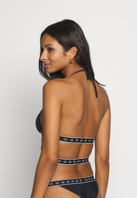 Calvin Klein Swimwear - CORE MONO TAPE HIGH APEX TRIANGLE - Top de bikini - black - 2