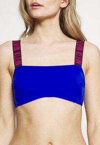 Calvin Klein Swimwear - INTENSE POWER BANDEAU - Horní díl bikin - surf the web - 5