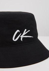 Calvin Klein Swimwear - WAVE BUCKET HAT - Hat - black - 2