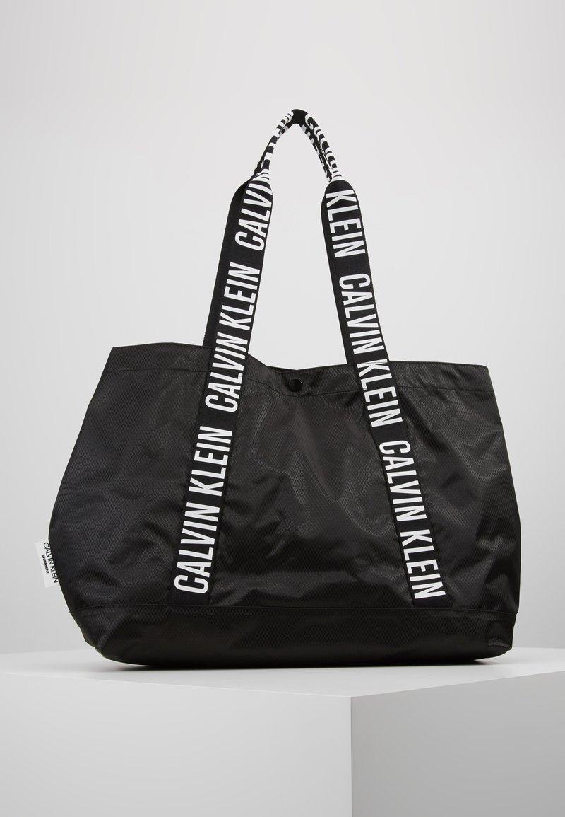 Calvin Klein Swimwear - INTENSE POWER BEACH TOTE - Kabelka - black