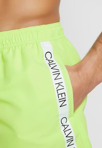 Calvin Klein Swimwear - SHORT DRAWSTRING - Short de bain - lime - 3
