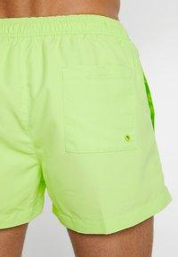 Calvin Klein Swimwear - SHORT DRAWSTRING - Short de bain - lime - 1