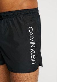 Calvin Klein Swimwear - SHORT RUNNER LOGO - Zwemshorts - black - 3
