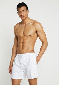 Calvin Klein Swimwear - MEDIUM DRAWSTRING - Short de bain - white - 0