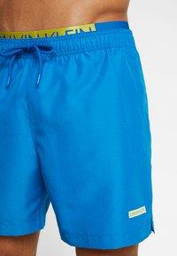 Calvin Klein Swimwear - MEDIUM DOUBLE WAISTBAND - Short de bain - imperial blue - 3