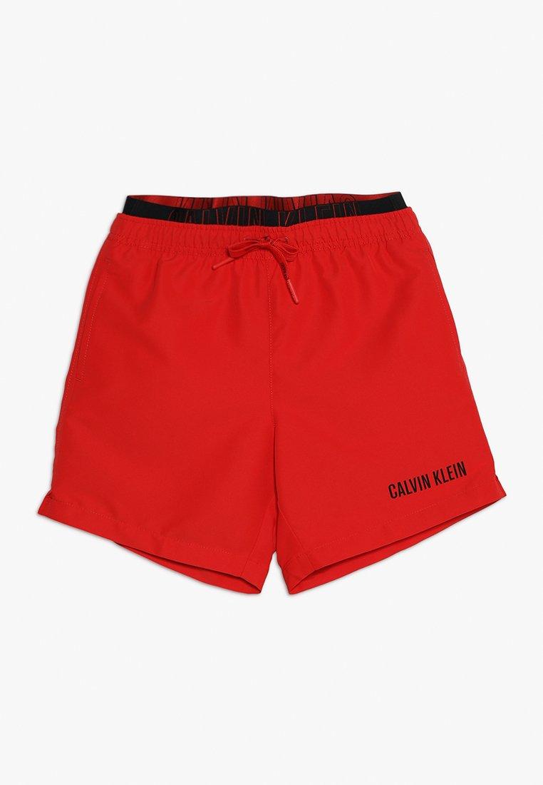 Calvin Klein Swimwear - MEDIUM DOUBLE WAISTBAND - Badeshorts - flame scarlet