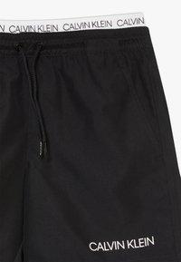 Calvin Klein Swimwear - MEDIUM DOUBLE WAISTBAND LOGO - Uimashortsit - black - 3