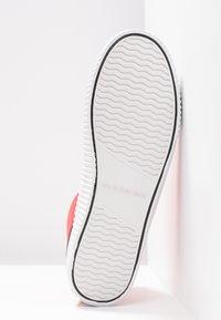 Calvin Klein Jeans - ISIDORA - Baskets montantes - tomato - 6