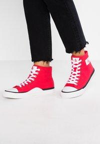 Calvin Klein Jeans - ISIDORA - Baskets montantes - tomato - 0
