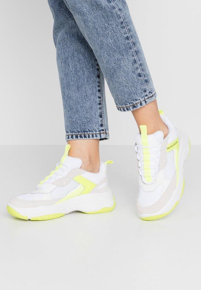 MAYA - Sneakers laag - white/yellow fluo