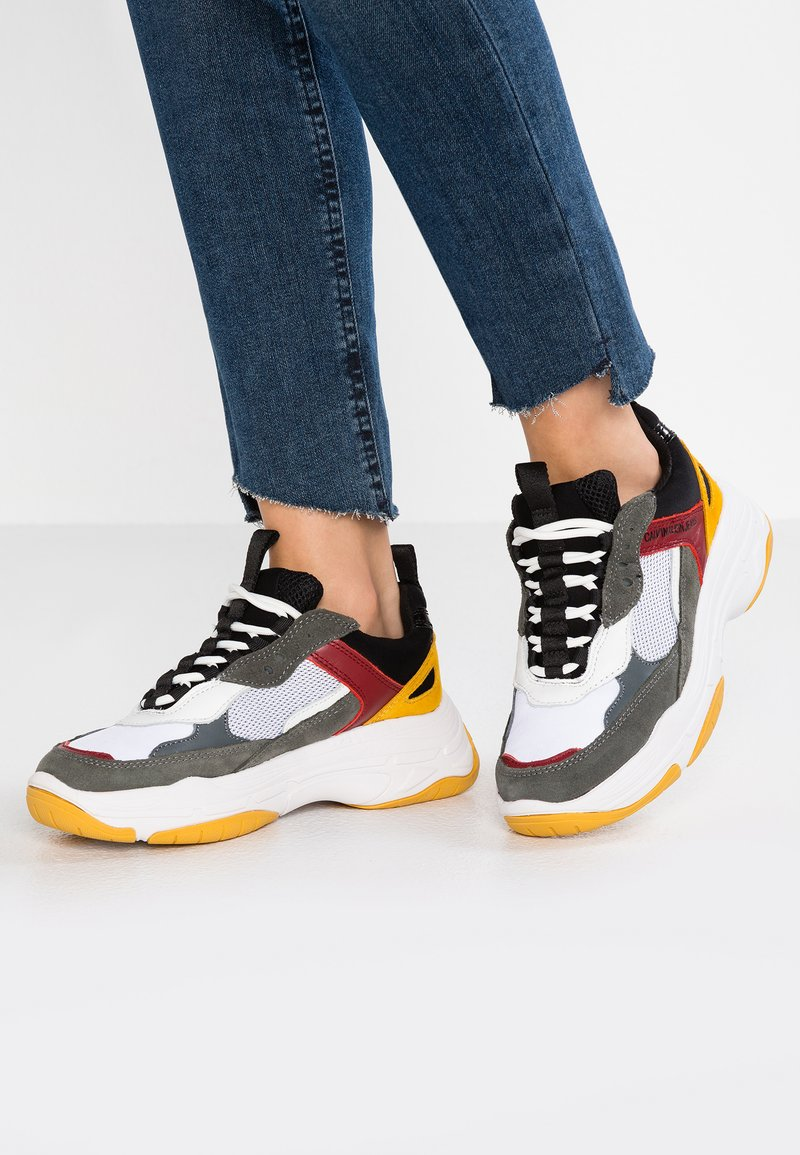 Calvin Klein Jeans - MAYA - Trainers - white/black/grey/rosso