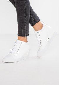 Calvin Klein Jeans - RITZY - Tenisky - white - 0