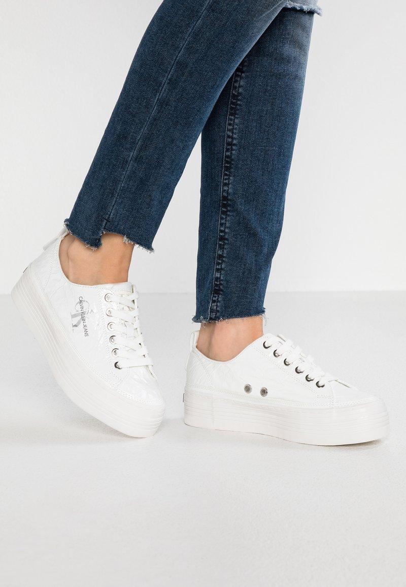 Calvin Klein Jeans - ZOLAH - Sneaker low - white
