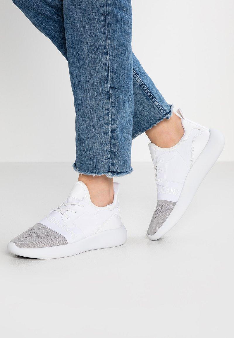 Calvin Klein Jeans - MERYL - Sneakers laag - silver/white
