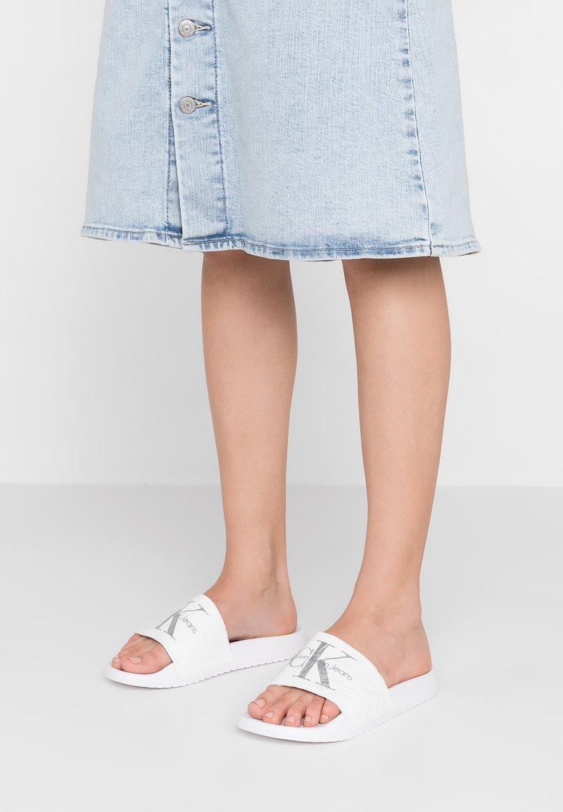 Calvin Klein Jeans - CHANTAL - Pantolette flach - white