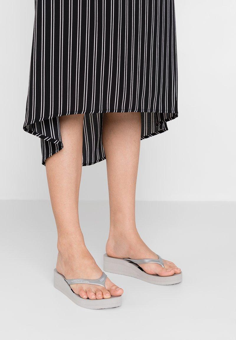 Calvin Klein Jeans - TESSE - Bade-Zehentrenner - silver