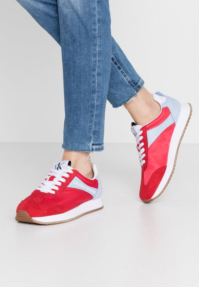 JILL - Sneakersy niskie - racing red/chambray blue