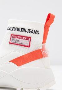 Calvin Klein Jeans - TYSHA - Korkeavartiset tennarit - bright white/orangeade - 2