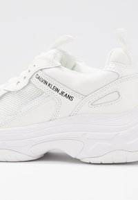 Calvin Klein Jeans - MAYA - Sneakers laag - bright white - 2