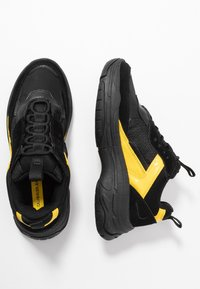 Calvin Klein Jeans - MAYA - Sneakers laag - black/cyber yellow - 3