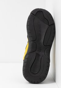 Calvin Klein Jeans - MAYA - Sneakers laag - black/cyber yellow - 6
