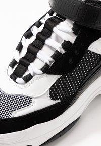 Calvin Klein Jeans - MISSIE - Vysoké tenisky - white/black - 2