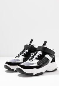 Calvin Klein Jeans - MISSIE - Vysoké tenisky - white/black - 4