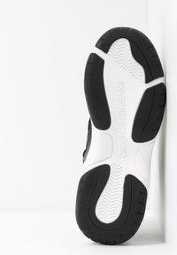 Calvin Klein Jeans - MISSIE - Vysoké tenisky - white/black - 6