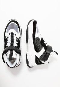 Calvin Klein Jeans - MISSIE - Vysoké tenisky - white/black - 3