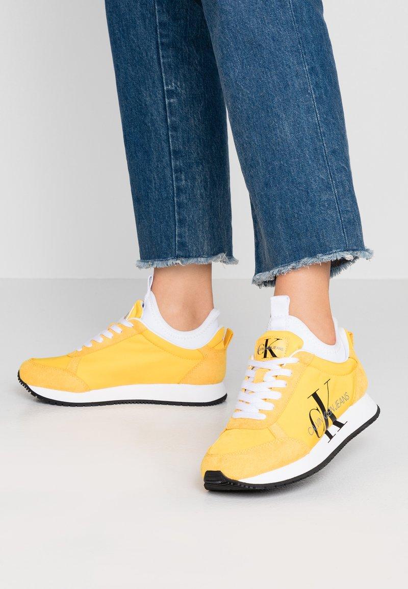 Calvin Klein Jeans - JOSSLYN - Sneaker low - lemon/chrome