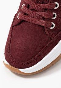 Calvin Klein Jeans - TISHA - Sneakers laag - beet red - 2