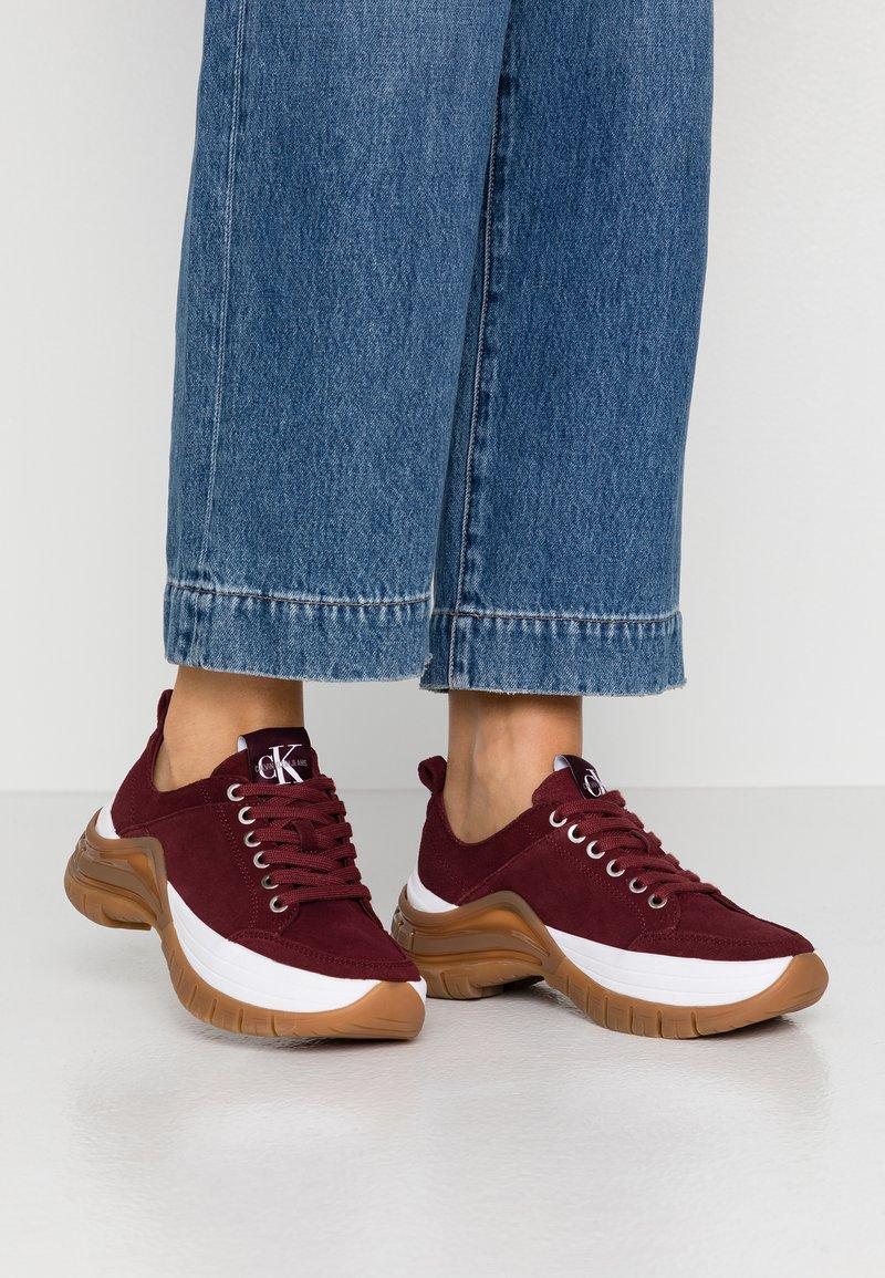 Calvin Klein Jeans - TISHA - Sneakers laag - beet red