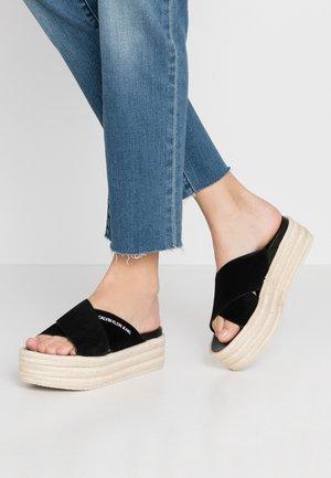 FERNANDA - Pantofle na podpatku - black