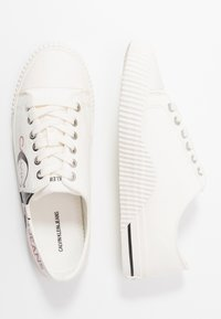 Calvin Klein Jeans - DEMIANNE - Matalavartiset tennarit - bright white/black - 3