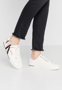 Calvin Klein Jeans - DEMIANNE - Matalavartiset tennarit - bright white/black - 0